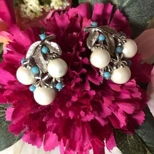 Jewelry - Vintage Sarah coventry earrings